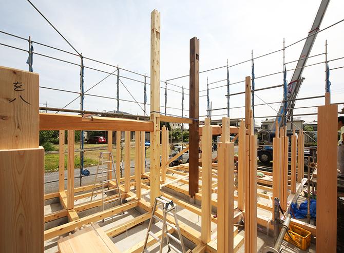 施工中の木造住宅の画像